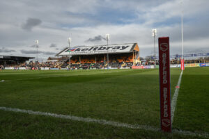 Castleford forward signs new deal