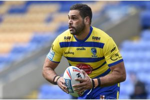 """""""The man"""" scores first Warrington try but has difficulties against Hull KR youngster - How social media reacted to Greg Inglis' debut"""