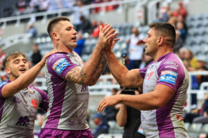Hull KR star signs new deal