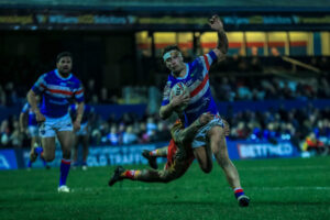 Super League playmaker signs new one-year deal